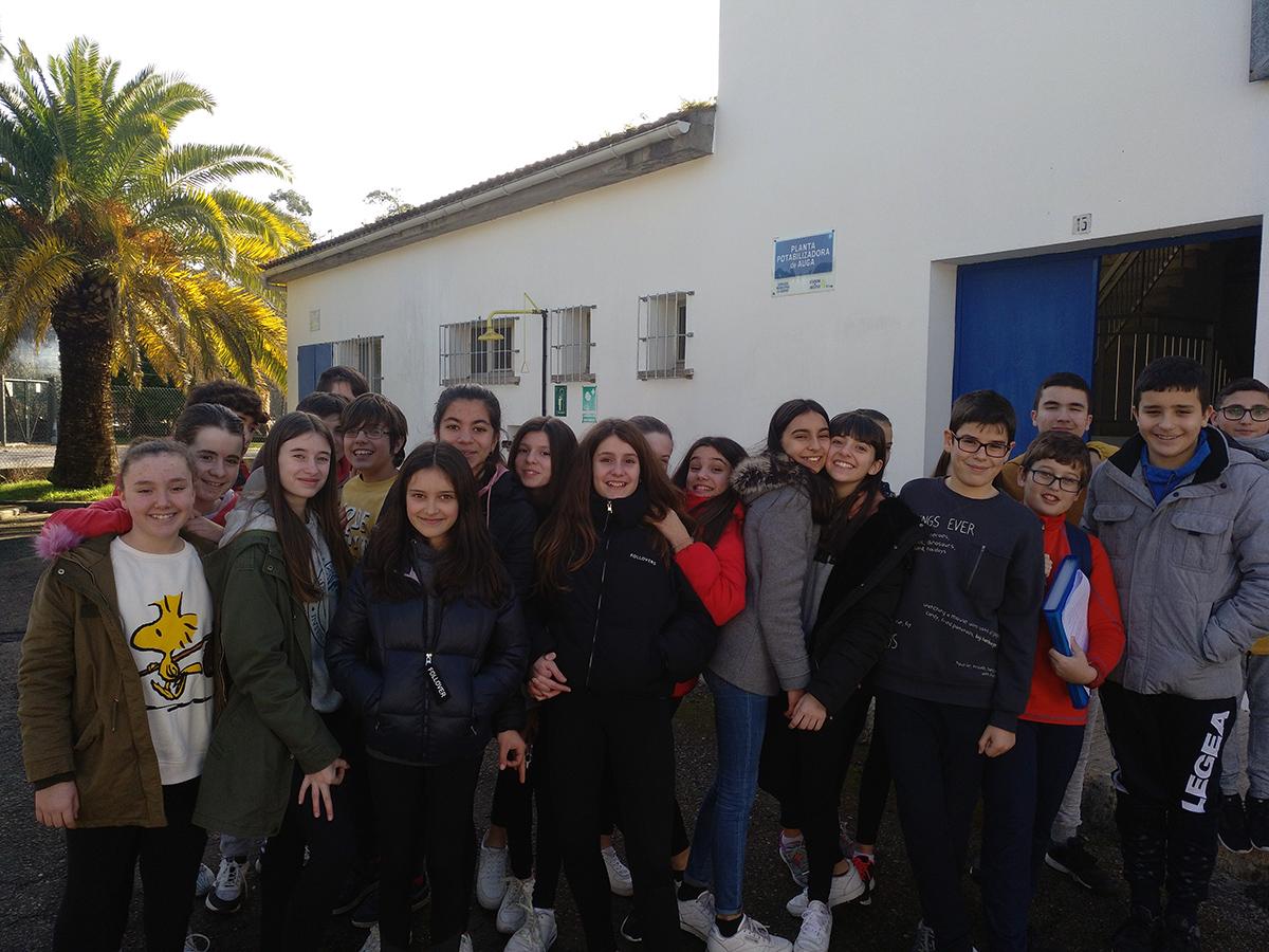 Alumnos del IES Castro Alobre en las instalaciones hidráulicas del Concello de Vilagarcía que gestiona Espina y Delfín